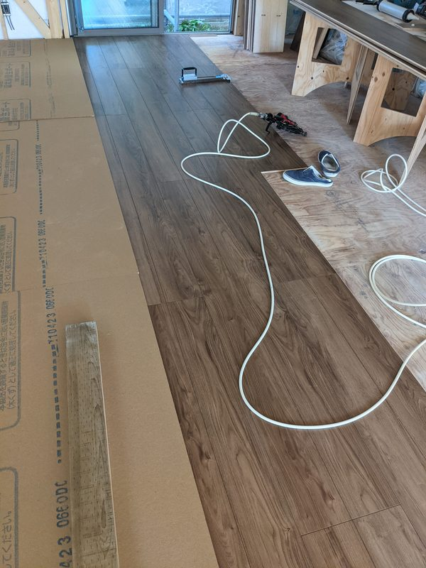 香川県丸亀市で新築床貼り工事です!